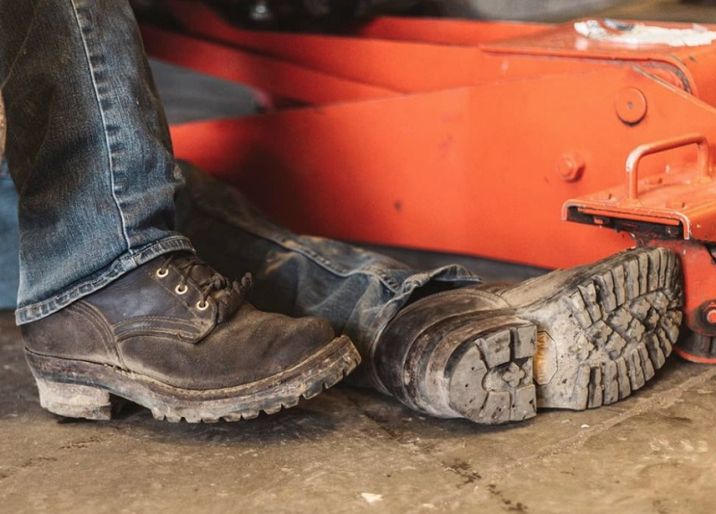 What Are The Best Work Boots For Walking On Concrete All Day?